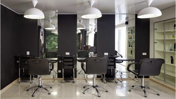 Как выбрать правильное парикмахерское кресло в салон?